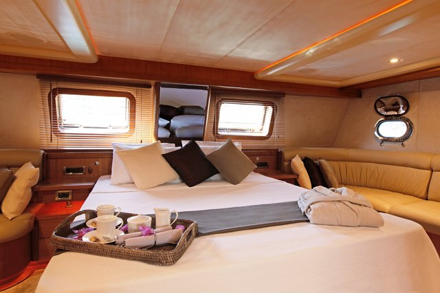 Miss B yacht 22