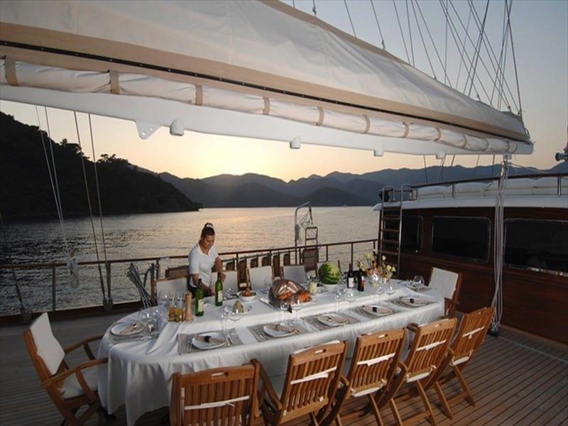 Dinner service on Mare Nostrum gulet