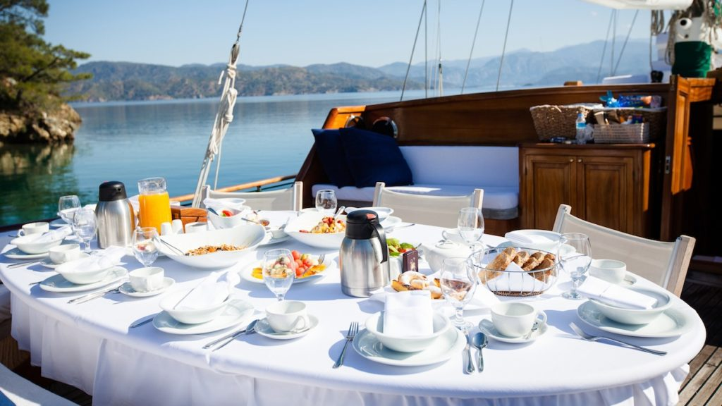 blue cruise meals onboard